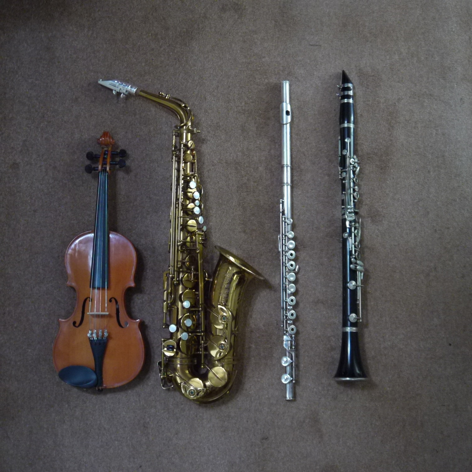 Four different musical instruments – violin, saxophone, flute and clarinet. The first three sound all of the harmonics, and the last one only odd harmonics.