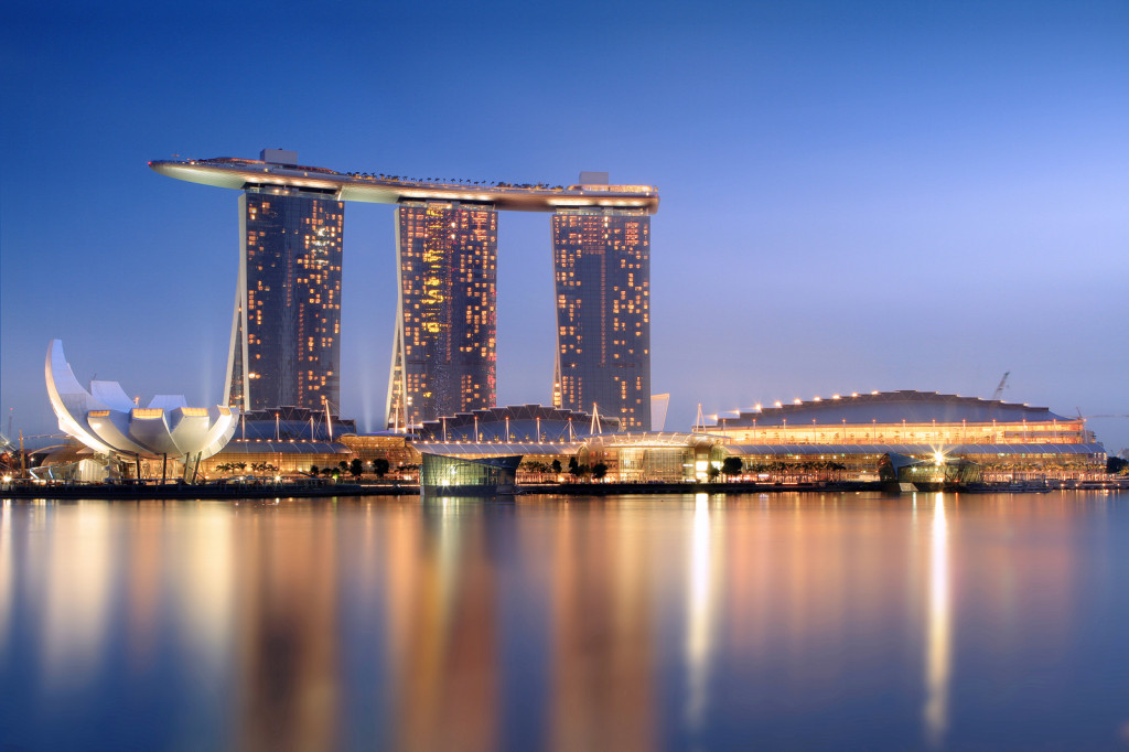 Marina Sands Hotel (Photo: Someformofhuman - Own work, CC BY-SA 3.0, https://commons.wikimedia.org/w/index.php?curid=13081377)
